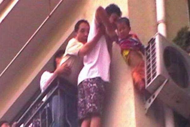 момченце извадено и спасено при падане от климатик